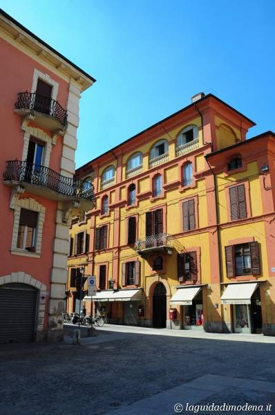 Corso Canal Chiaro Modena - 15