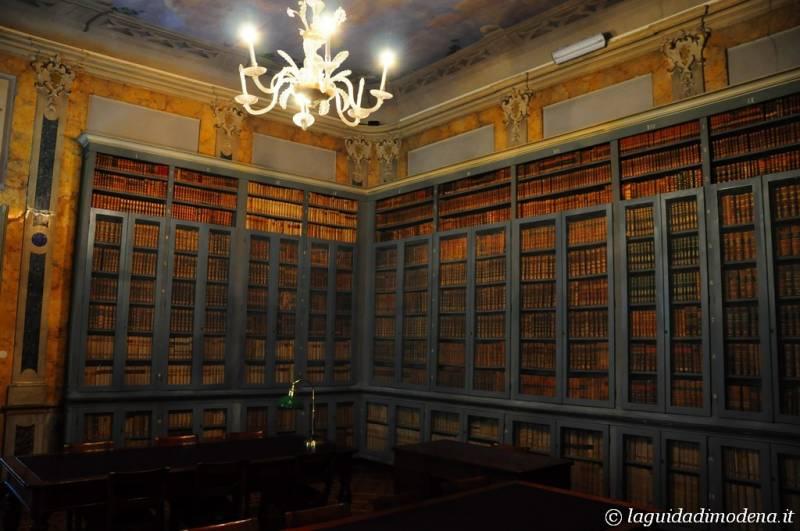 Palazzo d'Aragona Coccapani Modena - 11