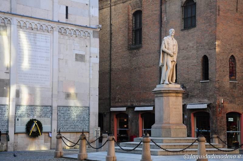 Piazza Torre Modena - 10