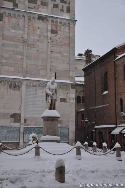 Piazza Torre Modena - 8