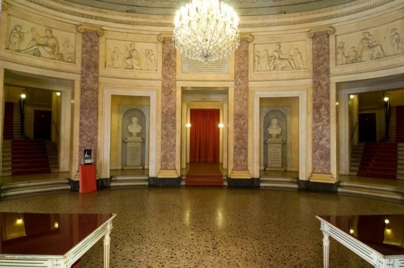 Teatro Comunale Luciano Pavarotti Modena - 12